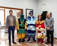 Rebem la visita dels patges de Ses Majestats els Reis d'Orient.  http://www.josemanuelprieto.es