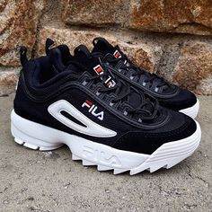 57 Ideas Basket Fila Femme Look For 2019 Pretty Shoes, Cute Shoes, Me Too Shoes, Fashion Boots, Sneakers Fashion, Shoes Sneakers, Black Fila Shoes, Fila Outfit, Sneakers Outfit Casual