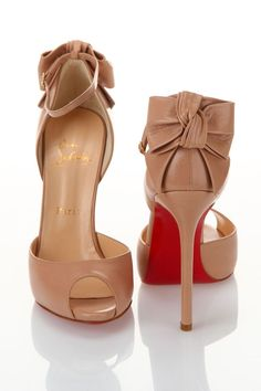 Christian Louboutin OFF!>> Louboutin Dos Noeud Pumps in Nude - Beyond the Rack Dream Shoes, Crazy Shoes, Zapatos Shoes, Shoes Heels, Flat Shoes, Cute Shoes, Me Too Shoes, High Heels Stiletto, Nude Pumps
