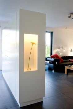 #Scheidingskast. Om de open living te vedelen in verschillende ruimtes, werd deze kast ontworpen en op maat gemaakt.