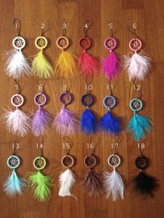 Mini Dreamcatcher Keychains by Threadreams on Etsy Dream Catcher For Car, Making Dream Catchers, Dream Catcher Decor, Diy Dream Catcher Tutorial, Indian Arts And Crafts, Dream Catcher Necklace, Diy Keychain, Dream Baby, Feather Earrings