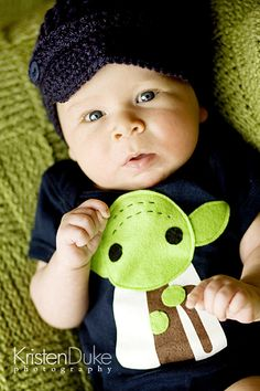 cute little yoda onesie...i will do this for my future bebes!