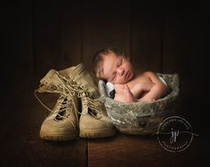 My Daddy is my Hero. Newborn tucked into Dad's army helmet. Military Maternity Photos, Military Baby Pictures, Military Pregnancy, Foto Newborn, Newborn Poses, Baby Boy Newborn, Sibling Poses, Newborn Pictures, Baby Photos