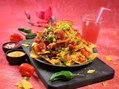 Loaded nachos Tex Mex, Nachos, Bruschetta, Food Styling, Salsa, Pizza, Mexican, Baking, Ethnic Recipes