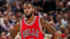 The Chicago Bulls sign Veteran Aaron Brooks Nfl Football, College Football, Aaron Brooks, Thunder Vs, Sports Predictions, Bulls Basketball, United Center, Oklahoma City Thunder, Chicago Bulls