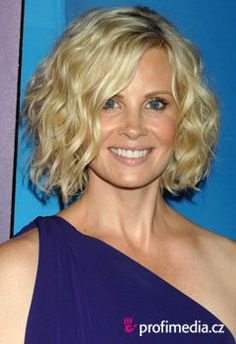 Loving Monica Potter 's bob. Perhaps inspiration for growing out my pixie cut.