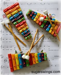 Sugar Swings! Serve Some: Rainbow Twizzler Xylophone Treats ~ Make your own xylophones from rainbow Twizzlers and graham crackers!