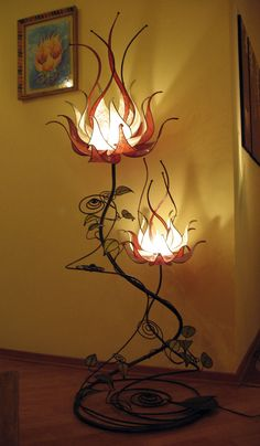 Luma, floor lamp with two flowers Height 220 cm, width 80 cm, depth 80 cm, with 2 flowers of 60 and 40 cm in diameter - diy-home-decor Lampe Art Deco, Flower Lamp, Flower Lights, Cool Lamps, Unique Lamps, Bedroom Lamps, Cool Lighting, Lighting Design, Art Nouveau