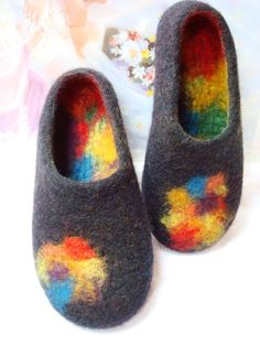 felted-thrift-store-lambswool-sweater for uppers, then needle-felt the vivid bits! Nuno Felting, Needle Felting, Knitting Projects, Knitting Patterns, Felt Boots, Crochet Slippers, Felted Slippers Pattern, Colorful Decor, Colorful Shoes