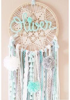 Blue Dream Catcher, Dream Catcher Nursery, Dream Catcher Craft, Crochet Wall Hangings, Yarn Wall Hanging, Crafts For Girls, Diy And Crafts, Yarn Crafts, Crochet Dreamcatcher