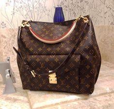Fashion Icon! Louis Vuitton shoulder bags - Don't miss out.