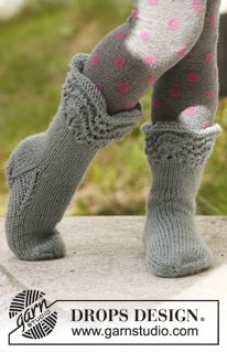 """Knitted DROPS socks with wavy pattern in """"Karisma"""". ~ DROPS Design"""