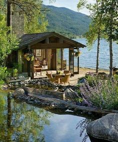 Cabins And Cottages: Image may contain: plant, tree, sky, house, outdoo. Lake Cabins, Cabins And Cottages, Beach Cottages, Exterior Tradicional, Beautiful Homes, Beautiful Places, Cabin In The Woods, Cabin On The Lake, House By The Lake