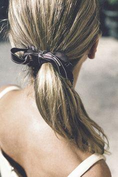 (via moodboard: Beauty Mark: Hermes Ribbon Ponytail) Ponytail Hairstyles, Summer Hairstyles, Pretty Hairstyles, Hair Ponytail, Geisha Hair, Brunette Ombre, Head Band, Lisa, Glow