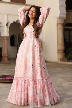 Party Wear Indian Dresses, Pakistani Fashion Party Wear, Pakistani Dresses Casual, Designer Party Wear Dresses, Dress Indian Style, Indian Fashion Dresses, Pakistani Dress Design, Indian Designer Outfits, Girls Fashion Clothes