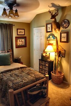 Hunting Room (den) olive walls to accent brown and tan deer/hunting .I can see this as brandons room Boys Hunting Room, Hunting Bedroom, Boys Fishing Bedroom, Deer Hunting, Hunting Man Caves, Camo Bedroom Boys, Redneck Bedroom, Hunting Home Decor, Male Bedroom