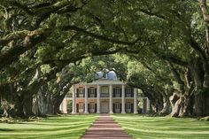 Oak Alley Plantation by New Orleans Plantation Country, via Flickr