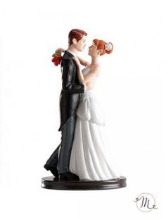 Cake topper valzer romantico. Romantici sposini in resina che si guardano negli occhi innamorati più che mai. Misure 24 x 23 x 11 cm. Peso: 310 grammi. #caketopper #cake #topper #wedding #matrimonio #weddingideas #ideasforwedding #figurastartanuptcial #hochzeitcaketopper #weddingday