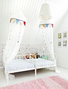 Valkoinen lastenhuone. White kids room.   Unelmien Talo&Koti Kuva: Camilla hynynen Toimittaja: Jaana Tapio