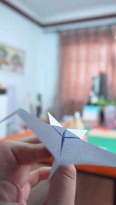 Paper Folding Crafts, Cool Paper Crafts, Paper Mache Crafts, Paper Crafts Origami, Diy Paper, Creative Crafts, Origami Airplane, Make A Paper Airplane, Instruções Origami