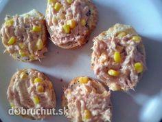 Tuniaková dobrota -  Tuniaka vidličkou v miske roztlačíme, pridáme majonézu a horčicu a dobre vymiešame. K tomu potom pridáme kukuricu...