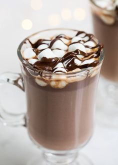 Homemade Hot Chocolate – I Heart Naptime The BEST Homemade Hot Chocolate – A rich and creamy drink that tastes heavenly on a cold winter day. Only takes 5 ingredients and 10 minutes to make! Best Hot Chocolate Recipes, Homemade Hot Chocolate, Hot Chocolate Bars, Hot Chocolate And Marshmallows, Hot Cocoa Recipe, Mini Marshmallows, Vegan Chocolate, Chocolate Chips, Yummy Drinks