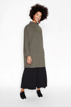Mega perfect sweater dressing all the way! Pleasantly oversized and falling just below the knee, this raised ribbing is as comfortable as your toes are in the sand on a warm summer day.