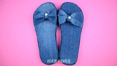 Sewing Slippers, Blue Jean Quilts, 1920s Shoes, Flip Flop Craft, Diy Clothes And Shoes, African Accessories, Denim Ideas, Denim Crafts, Shoe Pattern