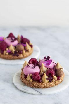 Himbeertorte mit Frangipane - Maja Vase, Source by Fancy Desserts, Köstliche Desserts, Plated Desserts, Delicious Desserts, Dessert Recipes, Yummy Food, Yummy Lunch, Hazelnut Cake, Think Food