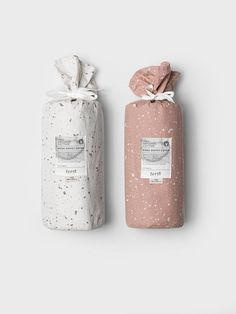 Hush duvet covers in Milkyway Rose suit all bedrooms. Lovely bed linen for adults in organic cotton. Brand Packaging, Box Packaging, Scarf Packaging, Clothing Packaging, Grafik Design, Packaging Design Inspiration, Design Ideas, Bottle Design, Label Design