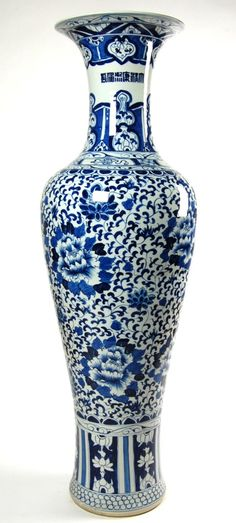Large Blue & White Chinese Ceramic Peony Vase - tall, this one is a pretty typical example of the really bad pieces being made today. Blue Willow China, Blue China, Chinoiserie, Chinese Interior, Asian Interior, Interior Ideas, Blue And White Vase, White Vases, Culture Art