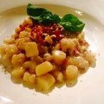 Chicche di patate con fonduta di fontina speck croccante e granella di noci