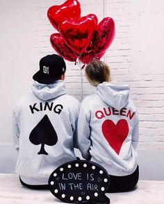 Beautiful Love Images, S Love Images, Couples Assortis, Cute Couples Goals, Matching Couple Outfits, Matching Couples, Queen Love, King Queen, King And Queen Sweatshirts