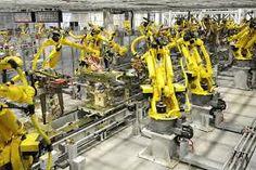In de fabriek, steeds minder werk word door mensen gedaan in de fabrieken, mensen moeten alleen de robots controleren en hun processors verbeteren, als je bijv. een auto wilt kopen is de auto er nog helemaal niet maar je kan via de website in en rondom de auto kijken dat heet virtual reality. Je kan je auto helemaal aanpassen via de website andere kleur velgen etc. als je hem dan heb besteld dan begint de fabriek met het produceren van de auto zo'n zelf gebouwde auto noem je: custom build.