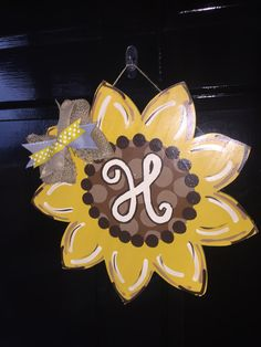 Sunflower door hanger! #sunflower #swinkinglydesigns #etsyshop #doorhanger