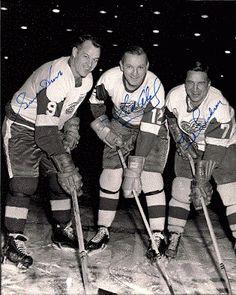 (The Production Line) Gordie Howe, Sid Abel, and Ted Lindsey Of Detroit Red Wings. Detroit Sports, Detroit Tigers, Detroit Red Wings, Montreal Canadiens, Hockey Teams, Bruins Hockey, Hockey Stuff, Ted Lindsay, Michigan