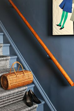Check out this budget-friendly DIY stairwell makeover with inexpensive DIY stair runner and bold colorblock walls. Dark grey walls in a small space work! Painting Wooden Stairs, Painted Stairs, Stair Paneling, Stair Walls, Staircase Makeover, Staircase Remodel, Diy Stair Railing, Stairs Colours, Grey Hallway