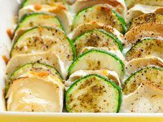 Kesäkurpitsa-vuohenjuustopaistos | Kastikkeet | Yhteishyvä Cook At Home, Keto Snacks, Easy Cooking, Cucumber, Feel Good, Zucchini, Good Food, Food And Drink, Baking