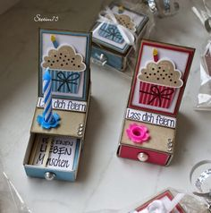 Steffi´s Stempelkeller : Micro-Easel-Card-Box This is awesome! Steffi´s Stempelkeller : Micro-Easel-Card-Box This is awesome! Matchbox Crafts, Matchbox Art, Boite Explosive, Birthday Cards, Birthday Gifts, Birthday Box, Free Birthday, Diy And Crafts, Paper Crafts