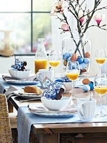 What a beautiful morning table arrangement... I always love blue