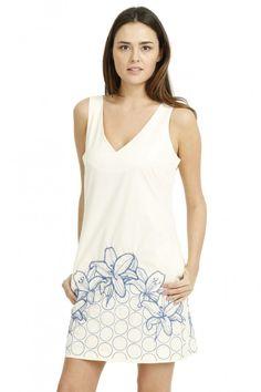 Nos encanta este vestido <3 . Descubre el resto de nuestros favoritos de las rebajas de Desigual.