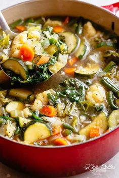 Vegetable Soup suitable for a low carb diet, Weight Watchers, or Keto diet. Homemade vegetable soup makes the perfect quick meal or snack! Low Carb Vegetable Soup, Homemade Vegetable Soups, Vegetable Soup With Chicken, Low Carb Vegetables, Vegetable Soup Recipes, Chicken And Vegetables, Chicken Vegtable Soup, Vegetable Potato Soup, Easy Veggie Soup