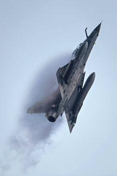 Mirage 2000 https://fr.wikipedia.org/wiki/Dassault_Mirage_2000 http://www.avionslegendaires.net/avion-militaire/dassault-aviation-mirage-2000/ https://www.youtube.com/watch?v=zhr9oCNRrCY
