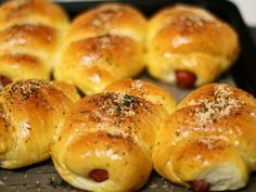 Resep Roti Sosis Sapi - Sausage Hotdog Bun,Delicious favorit. Sossiiiss lagii..hihihi Roti isi sosis adalah favorit suami+anak,meski bukan roti isian favoritku,tp ada kebahagiaan tersendiri kala mereka lahap menyantap roti2 sosis ini.. sebenernya suami minta roti unyil,tp tangan+hati ini pengen banget pengen nyoba bentuk roti sosis yang dililit itu..bentuk klasik,tp jujur aku belom pernah coba.. xixixi Akhirnya pilihan resep jatuh pake resep mba Endang jtt lagi..xixi..aku lihat komposisi rese... Soft Bread Recipe, Roti Recipe, Bread Recipes, Cake Recipes, Cooking Recipes, Bread Bun, Bread Cake, Bread Rolls, Pain Pizza