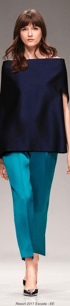Wunderschöne Farbkombination für den Kühlen Farbtyp: Dunkelblau und Aqua. Kerstin Tomancok / Farb-, Typ-, Stil & Imageberatung