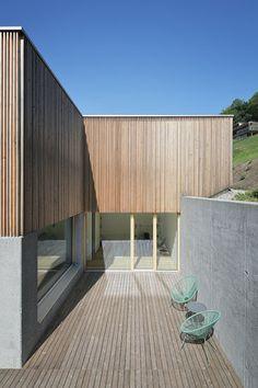 Haus DB Klaus — ARCHITEKTUR Jürgen Hagspiel Concrete Architecture, Concrete Wood, House On A Hill, Facade House, Cabana, Sweet Home, Villa, Interior, Outdoor Decor