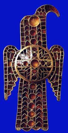 Fibule en forme d'aigle. Cloisonné. Vers 550. Nuremberg, Bibliothèque nationale