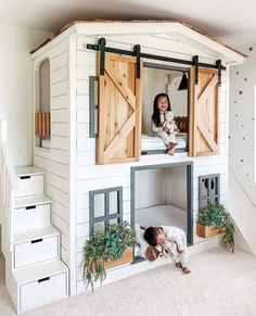 kids room The cutest little house bunk bed around Raising Bilingual Children: Is It Too Late To Star Girl Bedroom Designs, Girls Bedroom, Bedroom For Kids, House Beds For Kids, Cool Kids Rooms, Kid Bedrooms, Bunk Bed Designs, Modern Kids Rooms, Cool Girl Bedrooms