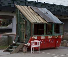 Pop-up stars: temporary contemporary architecture Foundation Projects by Rikkert Paauw and Ket van Zwieten uses waste materials to create small buildings