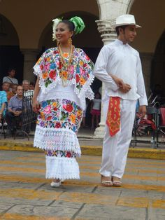 traditional regional costumes of the state of Yucatan Mexican Costume, Mexican Outfit, Mexican Dresses, Folk Costume, Traditional Mexican Dress, Traditional Dresses, Mexican Art, Mexican Style, Mexico Dress